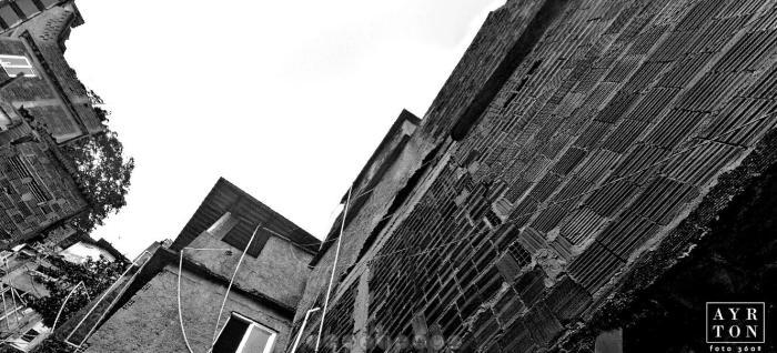 Nicht alles ist bunt: Hier Favela Santa Marta in 3 D besuchen