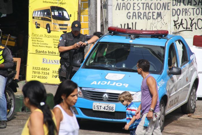 Polizei in der Rocinha (Credit: BuzzingCities)