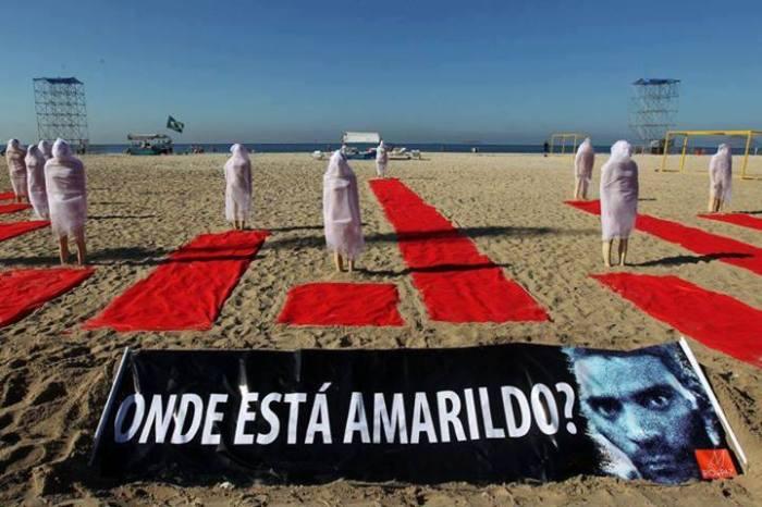 """Performance für die Verschwundenen (Foto: Facebook-Gruppe """"Onde está Amarildo?"""")"""