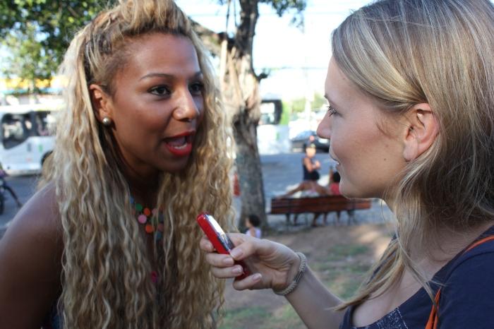 Julia mit Funkeira (Foto: BuzzingCities)