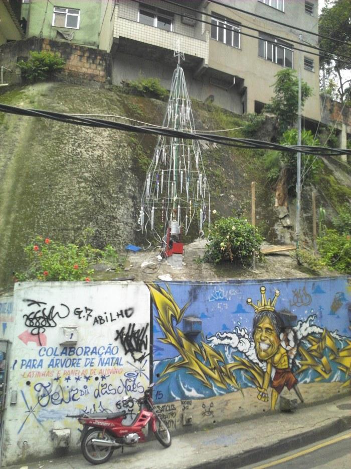Weihnachtsbaum Rocinha (Foto: BuzzingCities)