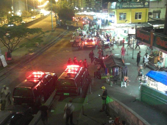 Schocktruppe am Eingang der Rocinha (Foto: BuzzingCities)