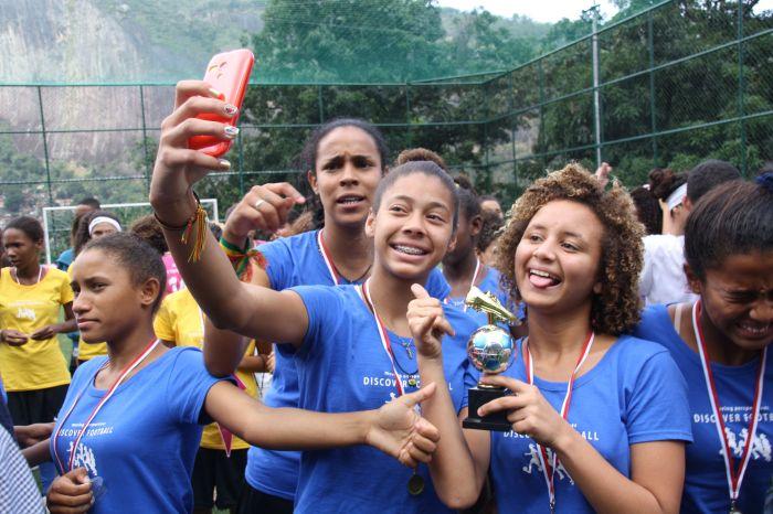 Selfie nach dem Spiel - mit Pokal (Foto: BuzzingCities)