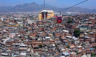 Seilbahn im Complexo do Alemão (Credits: BuzzingCities)