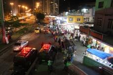 Abend am Eingang der Rocinha (Credits: BuzzingCities)