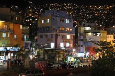 Rocinha at night (Credits: BuzzingCities)