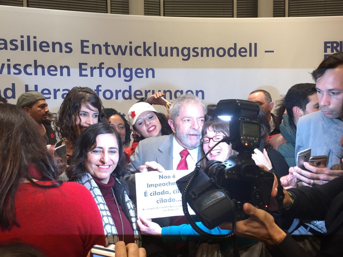Fotoandrang bei Lula in Berlin (Foto: Jaroschewski)