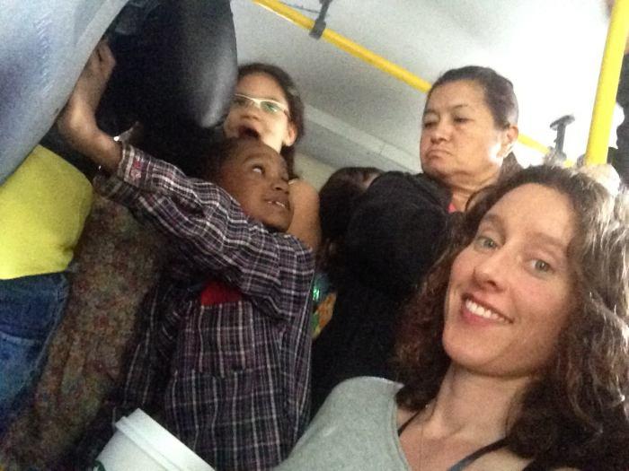 Busse in der Rocinha: Immer überladen (Foto: BuzzingCities Lab)